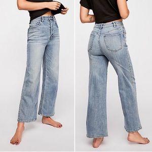 Feee people straight wide leg high waist crop Jean